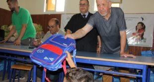 جمعية الرابطة المغربية لرعاية الاطفال بزايو توزع محافظ وأدوات مدرسية على التلاميذ المعوزين